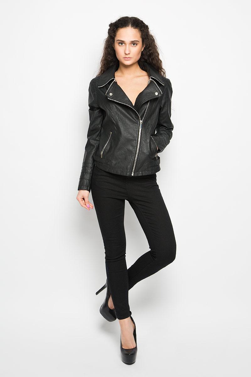 L-KU-2003_BLACKСтильная женская куртка Moodo, изготовленная из полиуретана и полиэстера на подкладке из 100% полиэстера, смотрится модно и стильно. Куртка с отложным воротником застегивается на асимметричную металлическую застежку-молнию по левому краю. Воротник оснащен металлическими застежками-молниями. Понизу имеются два прорезных кармашка на застежках-молниях. Куртка оформлена фактурной поверхностью и металлическими заклепками, что придает изделию оригинальность. Нижняя часть рукавов оформлена застежками-молниями. По бокам расположены декоративные хлястики на застежках-кнопках. Такая куртка обеспечит вам не только красивый внешний вид и комфорт, но и дополнительную защиту от прохладной погоды.