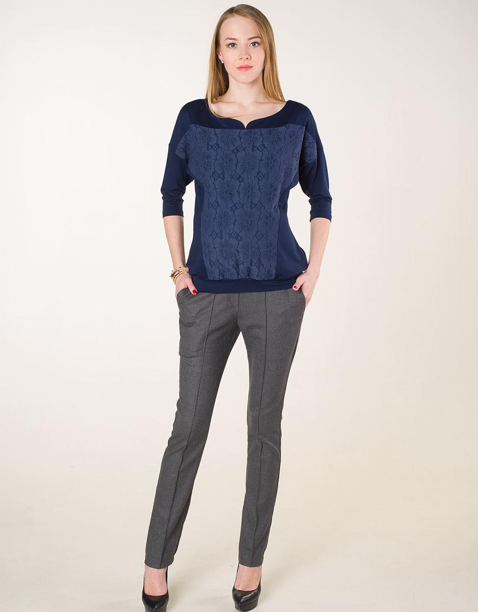 Джемпер170509ВОднотонный джемпер для будущих мамочек выполнен из однотонного полотна с кружевной вставкой на полочке. Крой модели предусматривает его носку и в послеродовой период. Фэст — одежда по вашей фигуре.