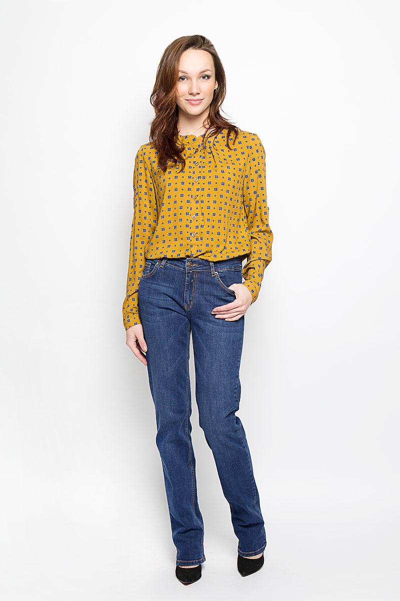 Джинсы женские. 160138_1950160138_ 1950, Blue denim 5002 str., w.mediumСтильные женские джинсы F5 созданы специально для того, чтобы подчеркивать достоинства вашей фигуры. Модель со средней посадкой и слегка зауженные к низу станет отличным дополнением к вашему современному образу. Джинсы застегиваются на металлическую пуговицу в поясе и ширинку на застежке-молнии, имеются шлевки для ремня. Спереди модель дополнена двумя прорезными карманами и одним маленьким секретным кармашком, а сзади - двумя накладными карманами. Изделие оформлено контрастной отстрочкой. Эти модные и в тоже время комфортные джинсы послужат отличным дополнением к вашему гардеробу.