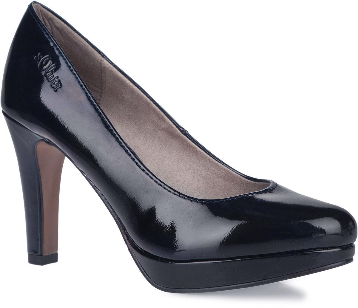 Туфли женские. 5-5-22400-365-5-22400-36-018Оригинальные женские туфли от S.Oliver заинтересуют вас своим дизайном! Модель, выполненная из искусственной лакированной кожи, оформлена сбоку тиснением в виде названия бренда. Внутренняя поверхность изготовлена из текстиля и искусственных материалов, стелька - из искусственной кожи. Высокий каблук компенсирован небольшой платформой. Каблук и подошва с рифлением обеспечивают отличное сцепление с любой поверхностью. Такие туфли займут достойное место в вашем гардеробе и подчеркнут ваш безупречный вкус.