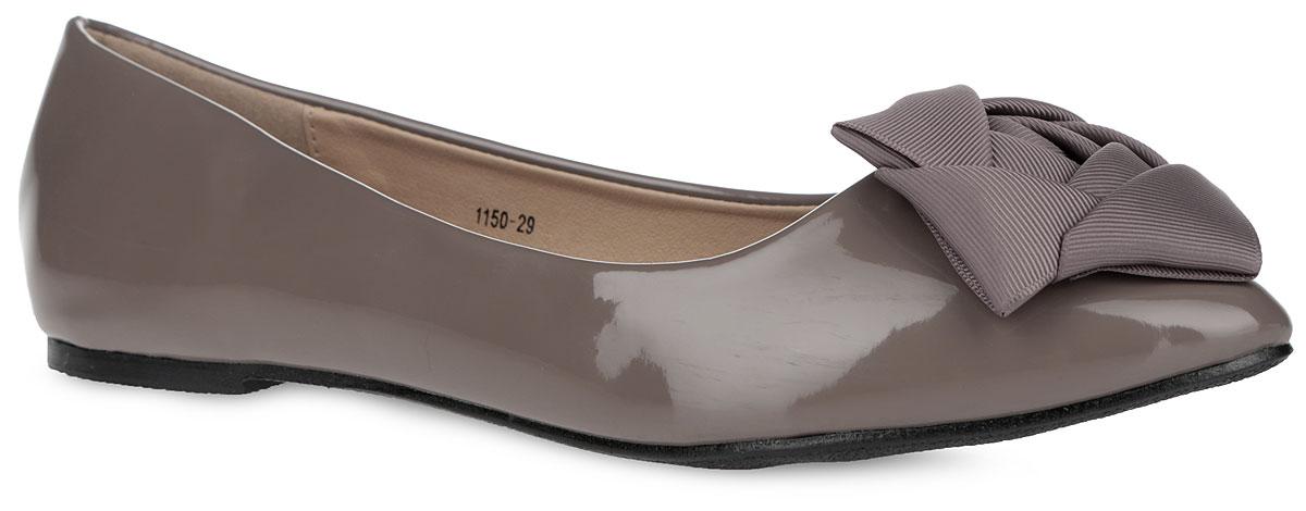 1150-30Очаровательные балетки от Nobbaro придутся по душе вашей юной моднице. Модель выполнена из искусственной лакированной кожи и оформлена на мыске роскошной аппликацией в виде цветка из атласной ленты. Зауженный носок добавит женственности в образ. Подкладка и стелька, изготовленные из искусственной кожи, обеспечат комфорт. Подошва оснащена рифлением для лучшего сцепления с поверхностями. Стильные балетки внесут яркие нотки в модный образ!