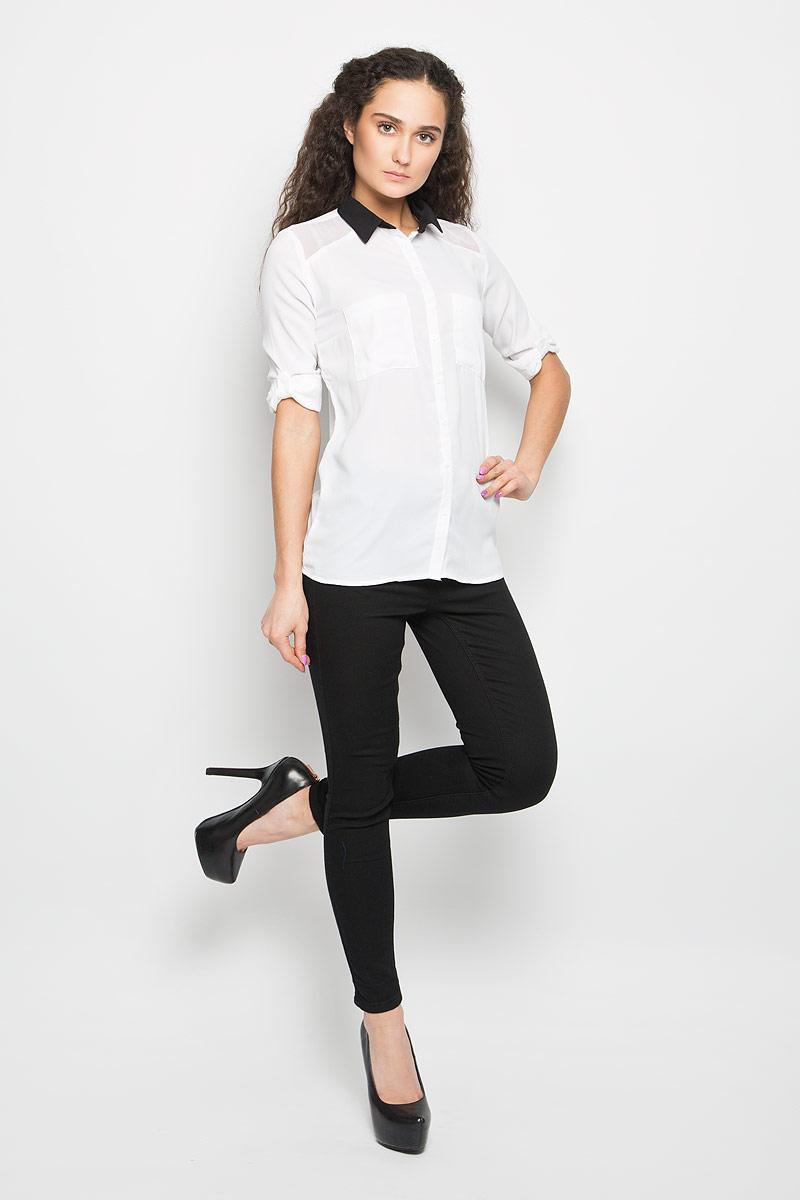 БлузкаL-KO-2004_WHITEСтильная женская блуза Moodo, выполненная из струящегося легкого материала, подчеркнет ваш уникальный стиль и поможет создать оригинальный женственный образ. Модная блузка с отложным воротником и длинными рукавами застегивается на пуговицы по всей длине. Блузка дополнена накладными нагрудными карманами. Манжеты рукавов застегиваются на пуговицы. Рукава при желании можно закатать и зафиксировать с помощью хлястиков с пуговицами. Легкая блуза идеально подойдет для жарких летних дней. Такая блузка будет дарить вам комфорт в течение всего дня и послужит замечательным дополнением к вашему гардеробу.
