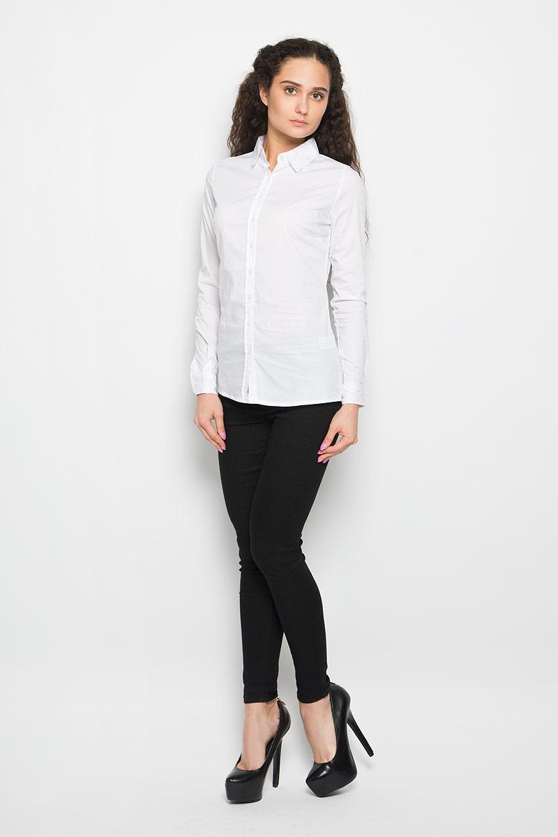 L-KO-2011_NAVYСтильная женская рубашка Moodo выполнена из хлопка и нейлона с добавлением эластана. Модель мягкая, тактильно приятная, не сковывает движения и хорошо пропускает воздух. Модель классического кроя с отложным воротником застегивается на пуговицы. Длинные рукава рубашки дополнены манжетами на пуговицах. Такая рубашка подчеркнет ваш вкус и поможет создать великолепный стильный образ.