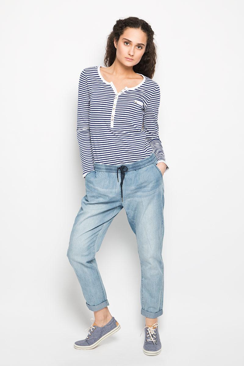 10156332_538Удобные женские брюки Broadway, выполненные из мягкого хлопка, отлично подойдут на каждый день. Модель зауженного к низу кроя - настоящее воплощение комфорта, такие брюки не сковывают движений и обеспечивают наибольшее удобство. Пояс изделия собран на эластичную резинку и дополнен шнурком. Спереди брюки дополнены двумя втачными карманами с косыми краями. Сзади имеется имитация двух прорезных карманов. Оформлена модель эффектом потертости. Эти комфортные брюки послужат отличным дополнением к вашему гардеробу. Они как нельзя лучше подойдут для прогулок и активного отдыха.