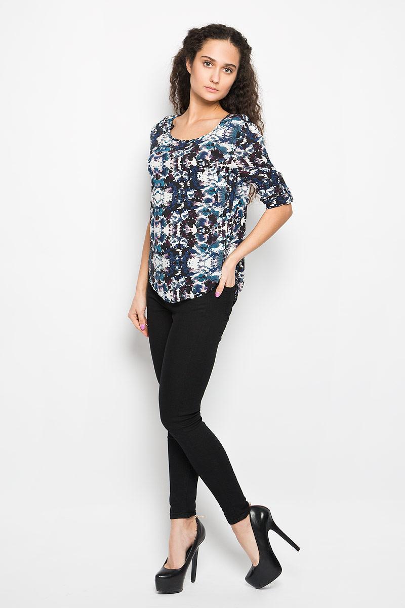 БлузкаL-KO-2015_NAVYОчаровательная женская блуза Moodo, выполненная из вискозы, подчеркнет ваш уникальный стиль и поможет создать оригинальный женственный образ. Модная блузка свободного кроя с круглым вырезом горловины и рукавами 3/4 имеет удлиненную спинку. На спине предусмотрены завязки. На груди расположен накладной открытый карман. Рукава при желании можно закатать и зафиксировать с помощью хлястика с пуговицей. Легкая блуза идеально подойдет для жарких летних дней. Такая блузка будет дарить вам комфорт в течение всего дня и послужит замечательным дополнением к вашему гардеробу.