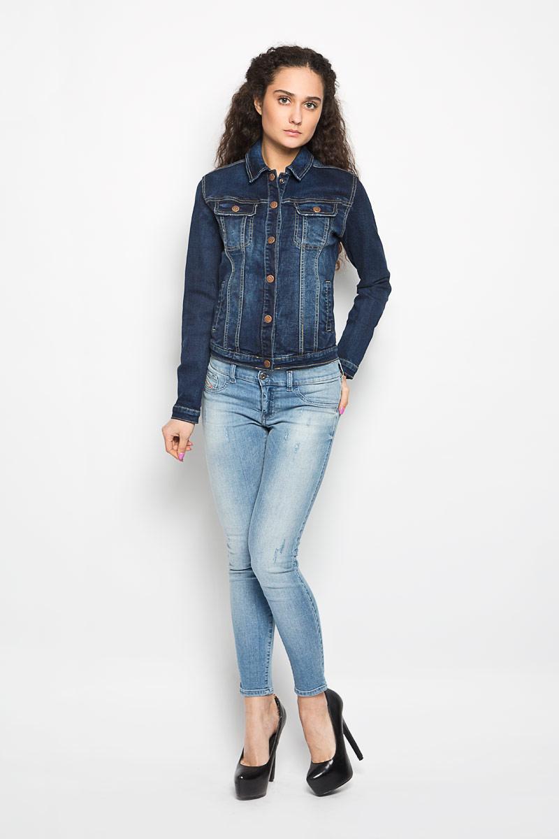 КурткаL-KP-2000_NAVYСтильная женская куртка Moodo, изготовленная из хлопка с добавлением полиэстера и эластана, легкая и комфортная, прекрасно подойдет для прогулок в прохладное время года. Модель с длинными рукавами и отложным воротником застегивается на кнопки. Спереди расположены два прорезных кармана и два накладных кармана на груди с клапанами на кнопках. Манжеты рукавов также застегиваются на кнопки. Такая куртка отлично дополнит ваш образ и позволит выделиться из толпы.