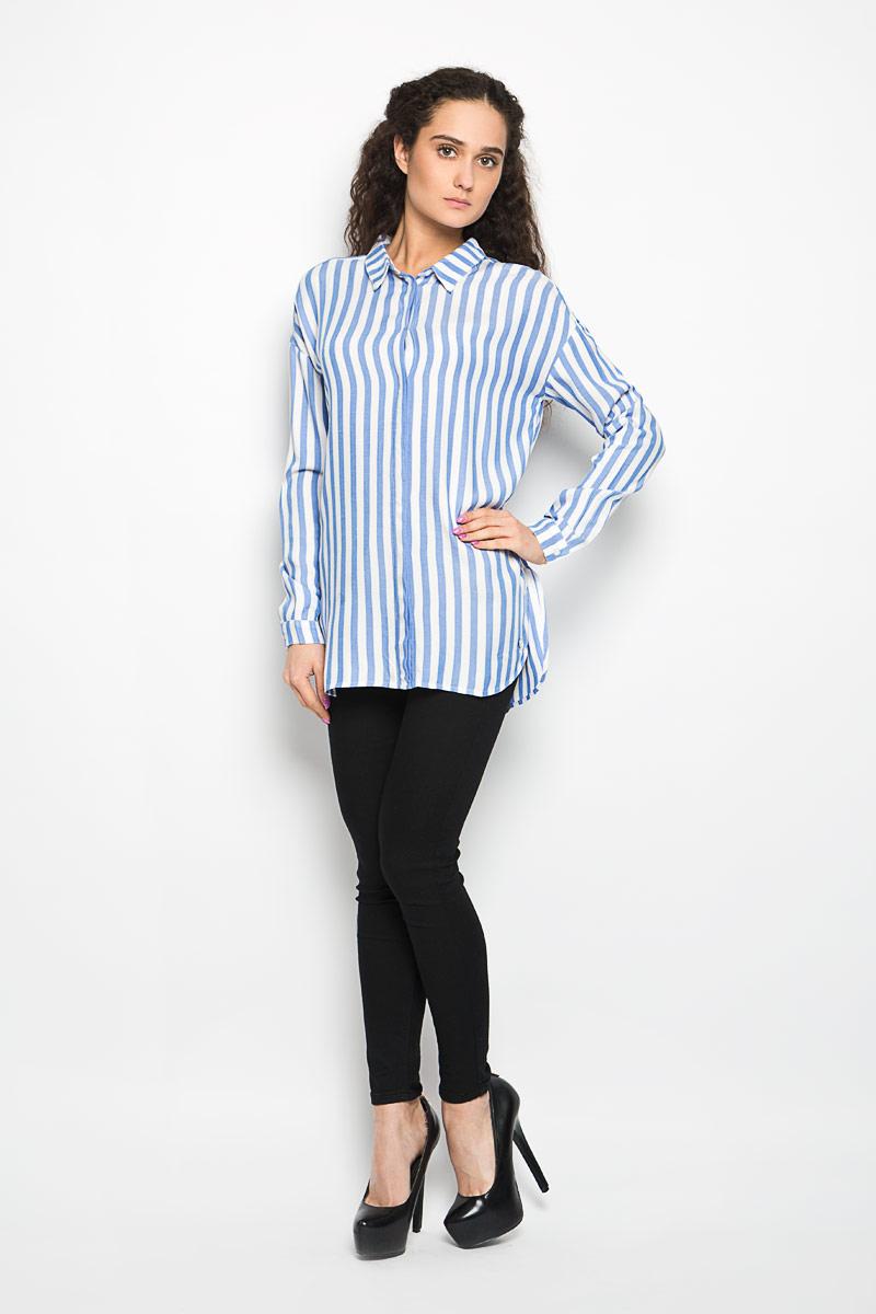 Рубашка2031602.62.71_6886Стильная женская рубашка Tom Tailor Denim, выполненная из 100% вискозы, прекрасно подойдет для повседневной носки. Материал очень мягкий и приятный на ощупь, не сковывает движения и позволяет коже дышать. Рубашка с отложным воротником и длинными рукавами застегивается на пуговицы скрытые планкой. В боковых швах обработаны разрезы. Спинка немного удлинена. Низ рукавов обработан манжетами, которые застегиваются на пуговицы. Длину рукава можно регулировать за счет хлястика на пуговице. Модель оформлена принтом в полоску. Такая рубашка будет дарить вам комфорт в течение всего дня и станет модным дополнением к вашему гардеробу.