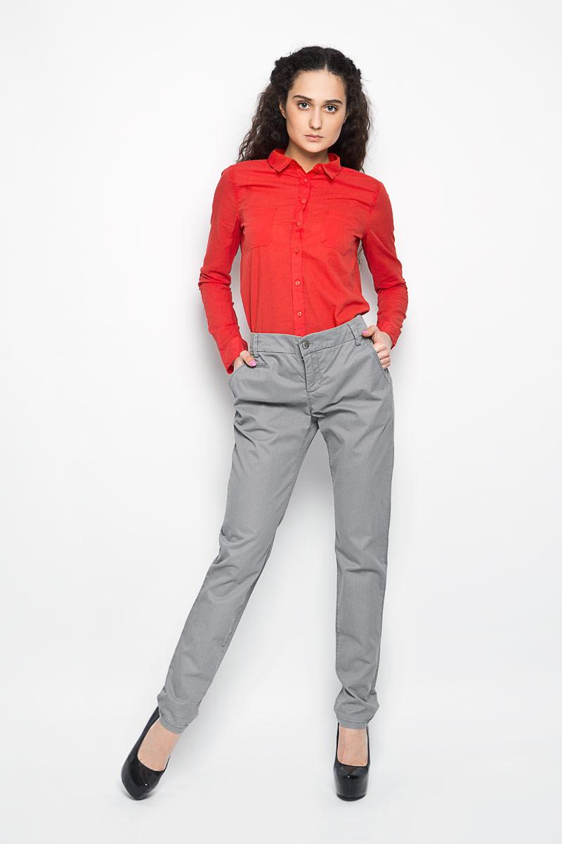 Брюки47110061Стильные женские брюки Marc O`Polo зауженного к низу кроя, изготовленные из натурального хлопка, приятные на ощупь и не сковывают движения. Застегиваются брюки по поясу на две пуговицы и ширинку на застежке-молнии, имеются шлевки для ремня. Спереди модель оформлена двумя глубокими боковыми карманами и небольшим прорезным кармашком, а сзади - двумя накладными карманами, которые закрываются клапанами и фиксируются потайными пуговицами. Эти модные и в тоже время комфортные брюки послужат отличным дополнением к вашему гардеробу. В них вы всегда будете чувствовать себя уютно и комфортно.