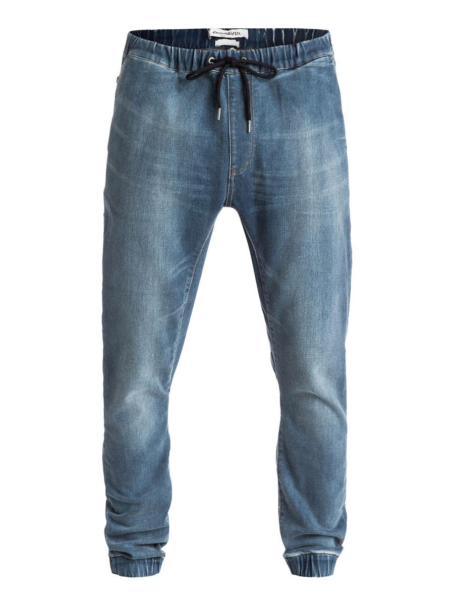 EQYDP03193-BNQWСтильные мужские джинсы-джоггеры Quiksilver с низкой ластовицей изготовлены из эластичного хлопка с добавлением полиэстера. Модель на талии имеет широкую эластичную резинку и дополнена затягивающимся шнурком и имитацией ширинки. Спереди джинсы имеют два прорезных кармана и один маленький накладной карман, сзади два кармана на пуговицах. Низ брючин дополнен резинками.