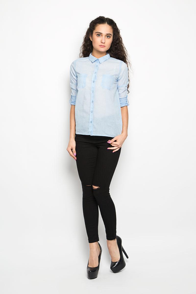 РубашкаL-KO-2005_CORALСтильная женская рубашка Moodo, выполненная из натурального хлопка, прекрасно подойдет для повседневной носки. Материал очень мягкий и приятный на ощупь, не сковывает движения и позволяет коже дышать. Рубашка приталенного кроя с отложным воротником и длинными рукавами застегивается на пуговицы по всей длине. На груди модели предусмотрены два накладных кармана. Рукава можно регулировать по длине за счет хлястика на пуговице. Низ рукавов обработан манжетами, которые застегиваются на пуговицы. Спинка модели немного удлинена. Такая рубашка будет дарить вам комфорт в течение всего дня и станет модным дополнением к вашему гардеробу.