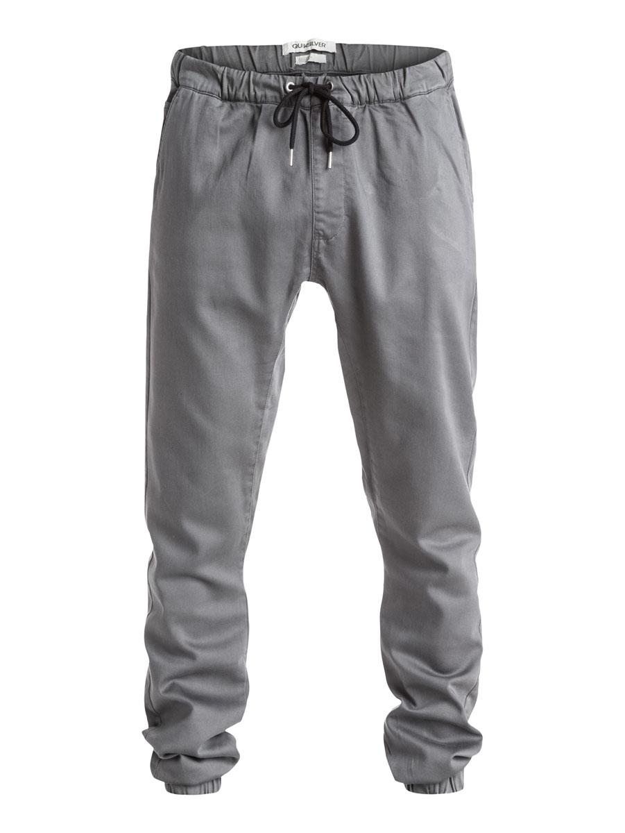 EQYNP03073-CNE0Стильные мужские брюки джоггеры Quiksilver со слегка заниженной ластовицей изготовлены из эластичного хлопка. Модель на талии имеет широкую эластичную резинку и дополнена затягивающимся шнурком и имитацией ширинки. Спереди брюки имеют два прорезных кармана и один небольшой накладной карман, сзади два прорезных кармана на застежках-пуговицах. Низ брючин дополнен резинками.
