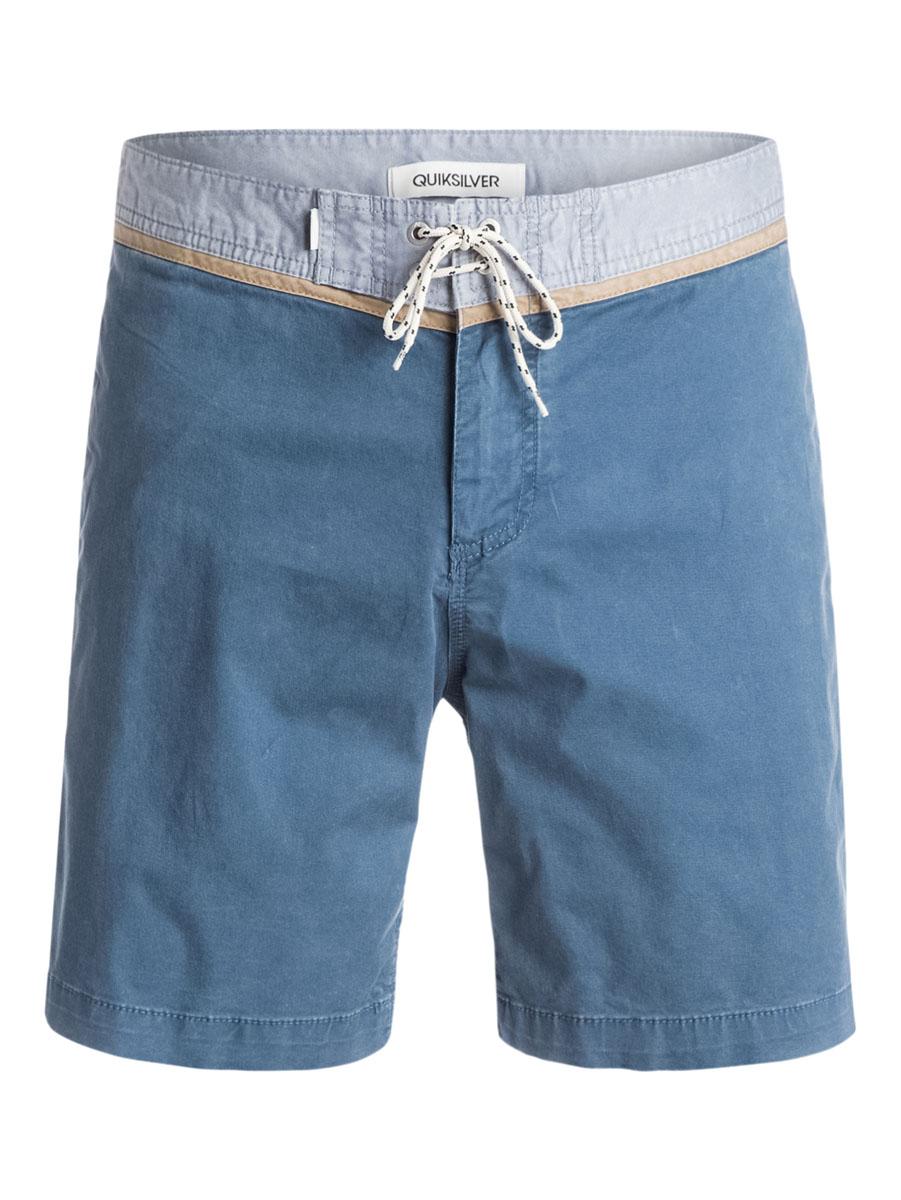 EQYWS03174-BRQ0Стильные мужские шорты Quiksilver выполнены из полиэстера с добавлением эластана. Шорты с поясом застегиваются на завязки-шнурки и металлическую молнию. Сзади изделие дополнено одним накладным карманом с клапаном на кнопке.