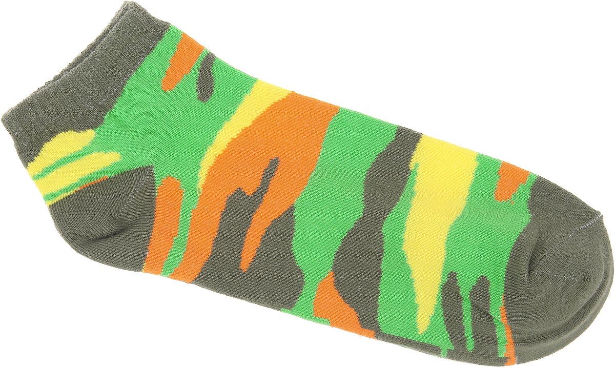 Носки028CDУдобные носки Alla Buone, изготовленные из высококачественного комбинированного материала, очень мягкие и приятные на ощупь, позволяют коже дышать. Эластичная резинка плотно облегает ногу, не сдавливая ее, обеспечивая комфорт и удобство. Модель с укороченным паголенком, оформлена рисунком в стиле милитари. Практичные и комфортные носки великолепно подойдут к любой вашей обуви.