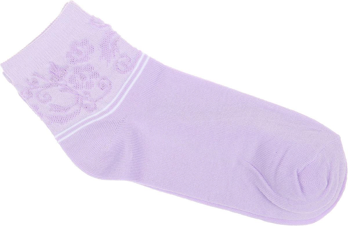 НоскиCD025Удобные носки Alla Buone, изготовленные из высококачественного комбинированного материала, очень мягкие и приятные на ощупь, позволяют коже дышать. Эластичная резинка плотно облегает ногу, не сдавливая ее, обеспечивая комфорт и удобство. Носки с ажурным паголенком средней длины и контрастными полосками. Практичные и комфортные носки великолепно подойдут к любой вашей обуви.