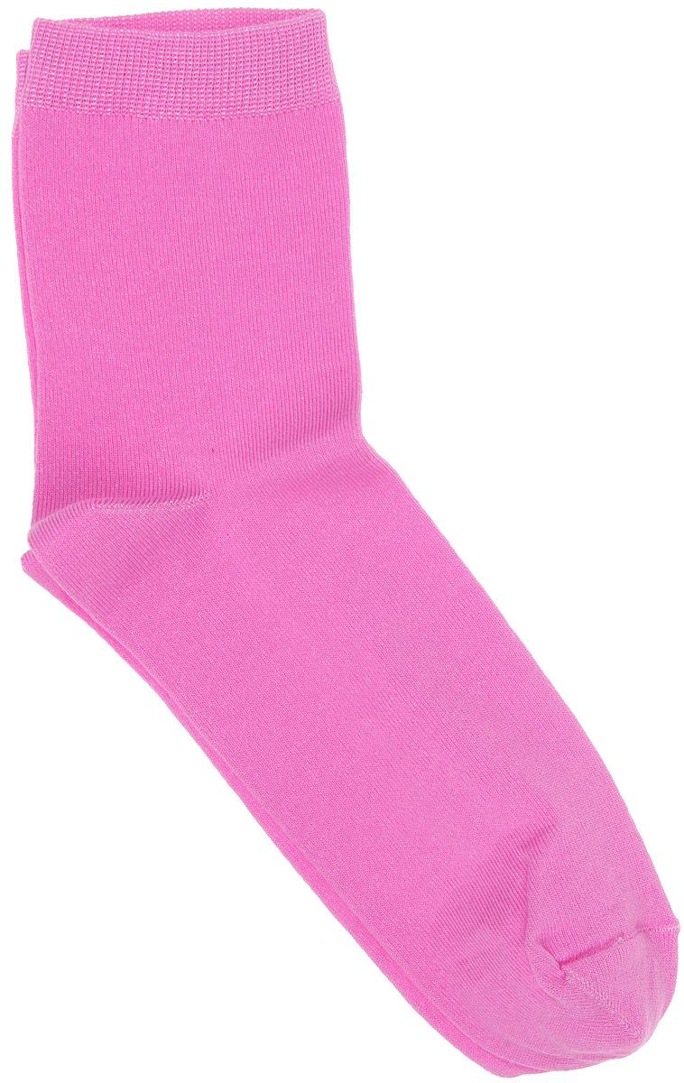 Носки002CDУдобные носки Alla Buone, изготовленные из высококачественного комбинированного материала, очень мягкие и приятные на ощупь, позволяют коже дышать. Эластичная резинка плотно облегает ногу, не сдавливая ее, обеспечивая комфорт и удобство. Носки с паголенком классической длины. Практичные и комфортные носки великолепно подойдут к любой вашей обуви.
