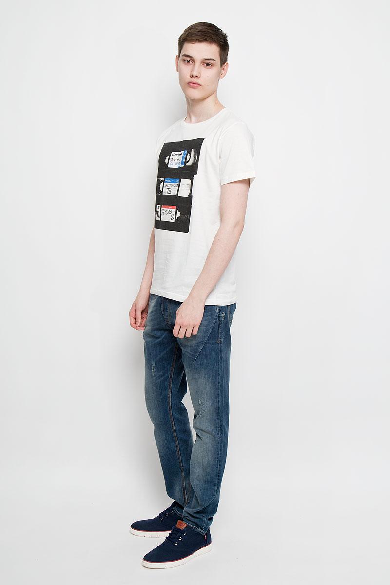 Футболка14553Мужская футболка Dedicated Retro VHS поможет создать отличный современный образ в стиле Casual. Модель, изготовленная на натурального хлопка, очень мягкая, тактильно приятная, не сковывает движения и позволяет коже дышать. Футболка с круглым вырезом горловины и короткими рукавами оформлена спереди крупным оригинальным принтом. Вырез горловины дополнен трикотажной резинкой. Такая футболка станет стильным дополнением к вашему гардеробу, она подарит вам комфорт в течение всего дня!