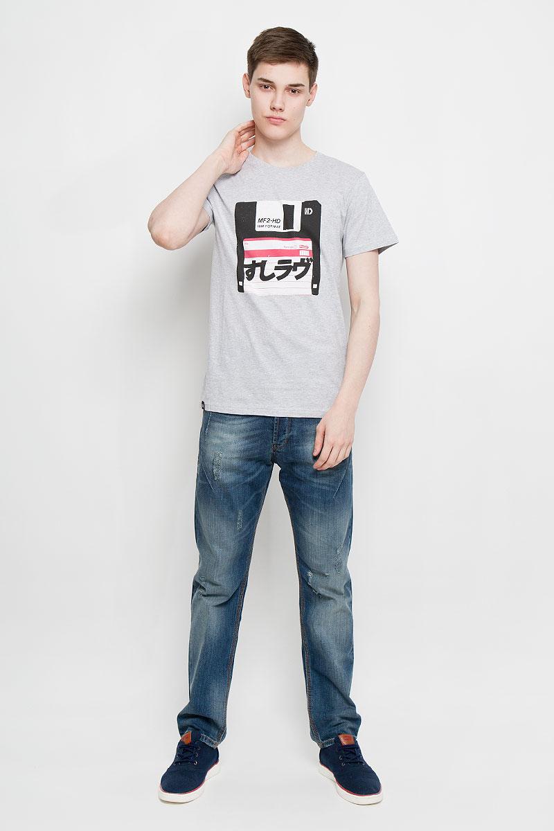 Футболка14552Отличная мужская футболка Dedicated выполненная из натурального хлопка, обладает высокой теплопроводностью, воздухопроницаемостью и гигроскопичностью, позволяет коже дышать. Модель прямого покроя с круглым вырезом горловины и короткими рукавами. Горловина обработана трикотажной резинкой, которая предотвращает деформацию после стирки и во время носки. Спереди футболка дополнена оригинальным рисунком в виде дискеты. Такая футболка подарит вам комфорт в течение всего дня.
