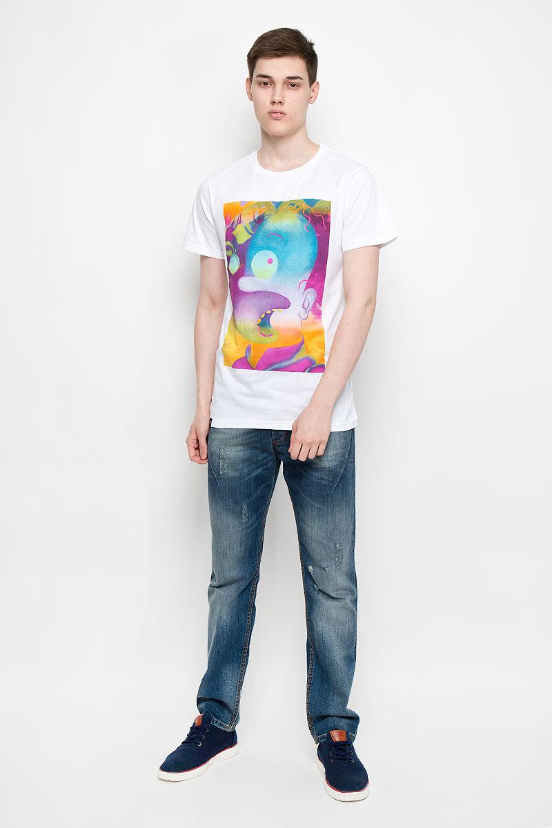14557Мужская футболка Dedicated Donut Trip поможет создать отличный современный образ в стиле Casual. Модель, изготовленная на натурального хлопка, очень мягкая, тактильно приятная, не сковывает движения и позволяет коже дышать. Футболка с круглым вырезом горловины и короткими рукавами оформлена спереди крупным ярким принтом. Вырез горловины дополнен трикотажной резинкой. Такая футболка станет стильным дополнением к вашему гарде робу, она подарит вам комфорт в течение всего дня!