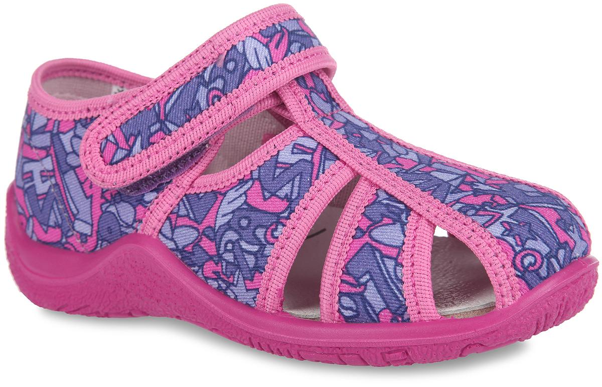 Туфли для девочки. 22264ф-1022264ф-10Удобные туфли от Kapika очаруют вашу девочку с первого взгляда! Модель выполнена из текстиля, оформленного оригинальным рисунком, и дополнена резными отверстиями для лучшей воздухопроницаемости. Подкладка, исполненная из текстиля, обеспечит максимальный комфорт при ходьбе. Стелька из ЭВА материала с верхним кожаным покрытием сохраняет комфортный микроклимат в обуви, обеспечивает эффективное поддержание свода стопы и ее правильное формирование. Полужесткий задник защищает от ударов при движении. Удобная застежка-липучка гарантирует надежную фиксацию обуви на ножке вашей малышки. Рифленая подошва не скользит. Стильные туфли займут достойное место среди коллекции обуви вашей девочки.