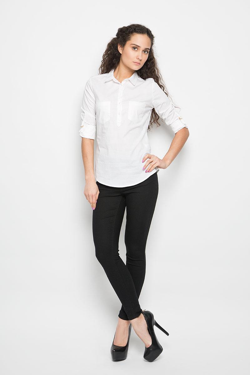 L-KO-2013_L.BLUEСтильная женская рубашка Moodo, выполненная из хлопка с добавлением эластана, прекрасно подойдет для повседневной носки. Материал очень мягкий и приятный на ощупь, не сковывает движения и позволяет коже дышать. Рубашка приталенного кроя с отложным воротником и длинными рукавами застегивается на пуговицы в верхней части. На груди модели предусмотрены два накладных кармана. Рукава можно регулировать по длине за счет хлястиков с небольшими фиксаторами. Низ рукавов обработан манжетами, которые застегиваются на пуговицы. Такая рубашка будет дарить вам комфорт в течение всего дня и станет модным дополнением к вашему гардеробу.
