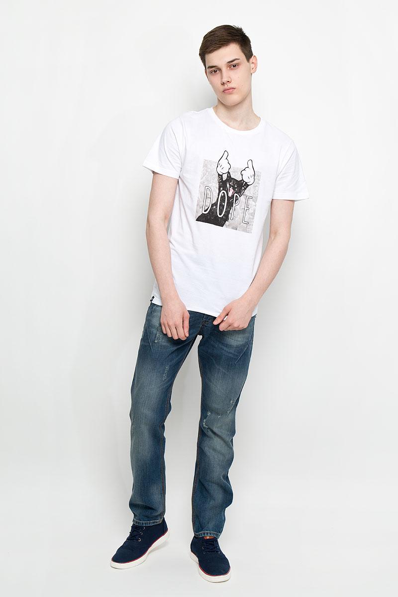 Футболка14525Женская футболка Dedicated Dore Cat поможет создать отличный современный образ в стиле Casual. Модель, изготовленная на натурального хлопка, очень мягкая, тактильно приятная, не сковывает движения и позволяет коже дышать. Футболка с круглым вырезом горловины и короткими рукавами спереди оформлена оригинальным изображением кота и надписью Dore. Вырез горловины дополнен трикотажной резинкой. Такая футболка станет стильным дополнением к вашему гардеробу, она подарит вам комфорт в течение всего дня!