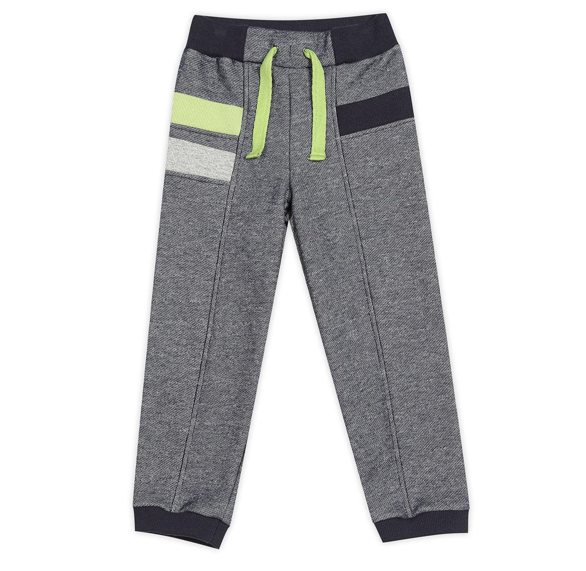 Брюки спортивные для мальчика. 15-30215-302Спортивные брюки для мальчика Ёмаё идеально подойдут вашему маленькому моднику для отдыха, прогулок и занятий спортом. Изготовленные из натурального хлопка, они мягкие и приятные на ощупь, не сковывают движения и хорошо пропускают воздух, не раздражают нежную кожу ребенка. Лицевая сторона изделия гладкая, а изнаночная - с небольшими петельками. Модель имеет на поясе широкую эластичную резинку, благодаря чему брюки не сдавливают животик ребенка. Низ брючин дополнен трикотажными манжетами. Брюки оформлены вставками контрастного цвета. Современный дизайн и расцветка делают эти брюки ярким и стильным предметом детского гардероба. В них ваш ребенок всегда будет в центре внимания!