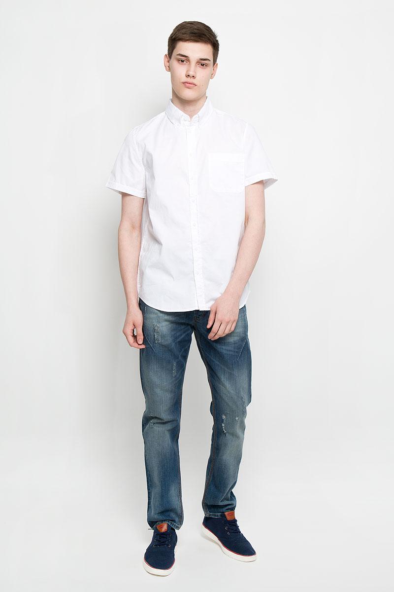 Hs-212/678-6217Мужская рубашка Sela, выполненная из натурального хлопка, идеально дополнит ваш образ. Материал мягкий и приятный на ощупь, не сковывает движения и позволяет коже дышать. Рубашка классического кроя с короткими рукавами и отложным воротником застегивается на пуговицы по всей длине. На груди модель дополнена накладным карманом. Такая модель будет дарить вам комфорт в течение всего дня и станет стильным дополнением к вашему гардеробу.