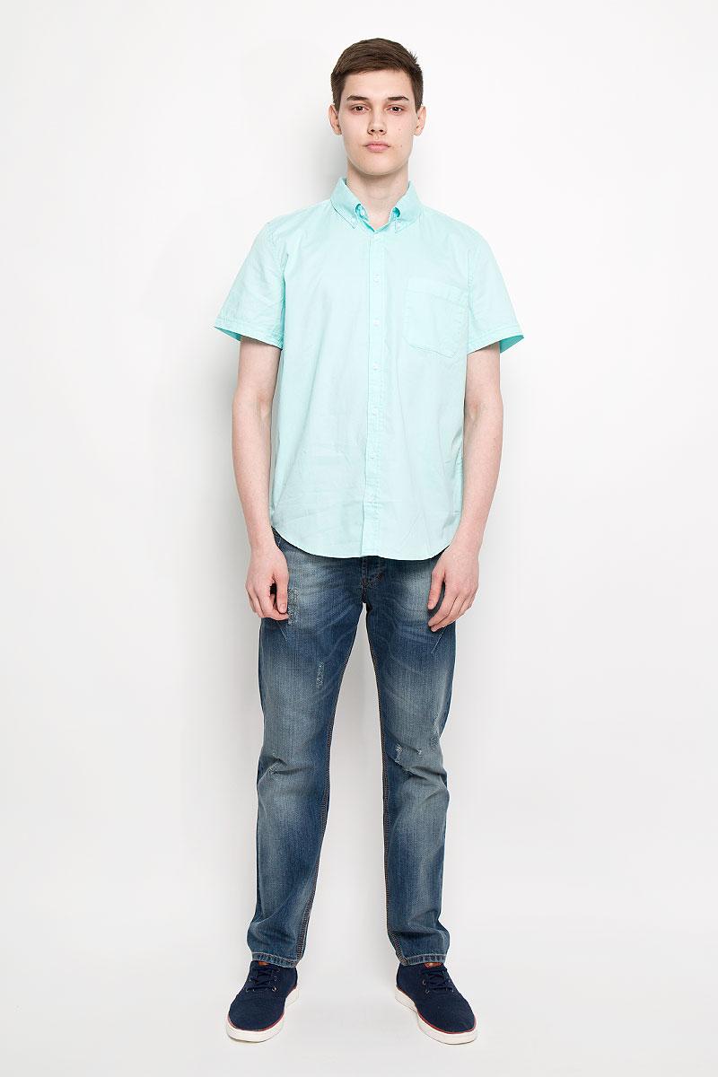 РубашкаHs-212/678-6217Мужская рубашка Sela, выполненная из натурального хлопка, идеально дополнит ваш образ. Материал мягкий и приятный на ощупь, не сковывает движения и позволяет коже дышать. Рубашка классического кроя с короткими рукавами и отложным воротником застегивается на пуговицы по всей длине. На груди модель дополнена накладным карманом. Такая модель будет дарить вам комфорт в течение всего дня и станет стильным дополнением к вашему гардеробу.