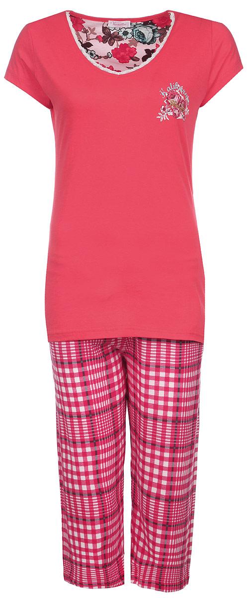 Домашний комплект714081194014 ЦветыКомплект женской одежды Vienetta Secret Цветы включает в себя футболку и капри. Комплект выполнен из натурального хлопка, мягкий, тактильно приятный. Изделия не сковывают движений и позволяют коже дышать, обеспечивая комфорт. Футболка с V-образным вырезом горловины и короткими рукавами имеет приталенный силуэт. Вырез горловины декорирован кружевной оборкой. На груди изделие украшено термоаппликацией в виде цветочной композиции и надписей. Капри на талии дополнены мягкой эластичной резинкой с затягивающимся шнурком. Оформлена модель принтом в клетку. Стильный комплект одежды станет отличным дополнением к вашему домашнему гардеробу, а также подарит вам удобство и комфорт.