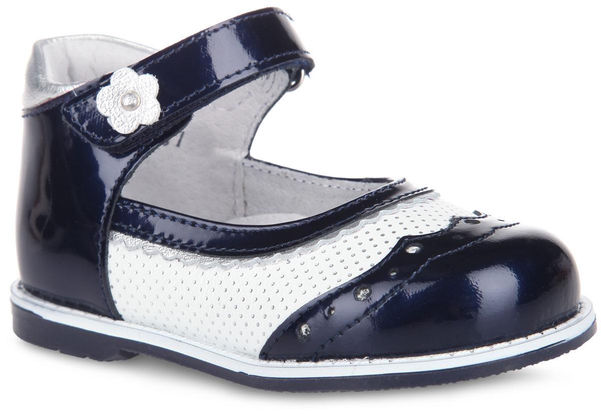 Туфли для девочки. 7-8016415027-801641502Удобные и стильные туфли Elegami очаруют вашу маленькую принцессу с первого взгляда! Модель выполнена из натуральной кожи разной фактуры и оформлена по бокам, в области подъема вставкой контрастного цвета с принтом горох и легкой перфорацией, на ремешке - аппликацией в виде цветочка со стразом. Подкладка и стелька изготовлены из натуральной кожи, благодаря чему обувь дышит, что обеспечивает идеальный микроклимат. Стелька дополнена супинатором, который обеспечивает правильное формирование детской стопы. Для надежной фиксации стопы на подъеме имеется ремешок на застежке-липучке. Подошва с рифлением не скользит и обеспечивает хорошее сцепление с поверхностью. Чудесные туфли прекрасно дополнят любой наряд вашей модницы.