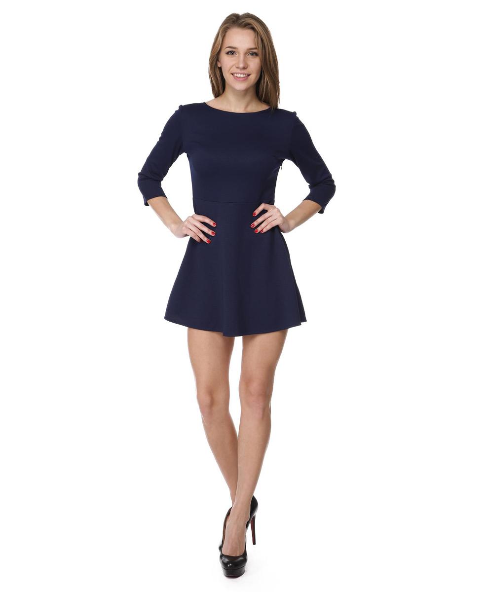 RC041413Платье с облегающим верхом и свободной юбкой выполнено из качественного комбинированного материала. Платье с круглым вырезом горловины и рукавами ? сбоку дополнено потайной застежкой-молнией.