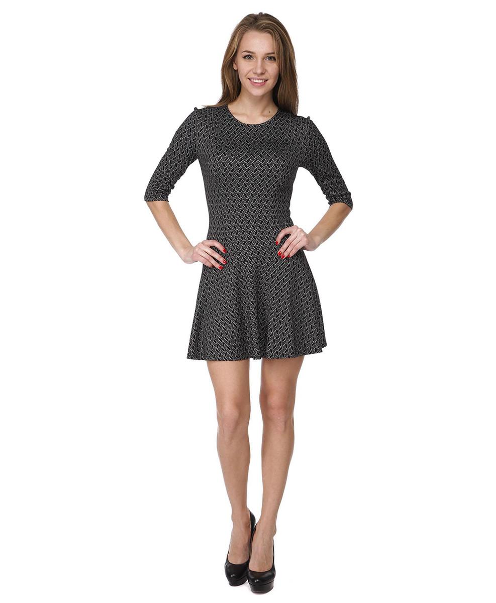 ПлатьеRC041406Платье с приталенным силуэтом и расклешенной юбкой выполнено из качественного комбинированного материала. Платье с круглым вырезом горловины и рукавами 3/4 в среднем шве на спинке дополнено потайной застежкой-молнией.