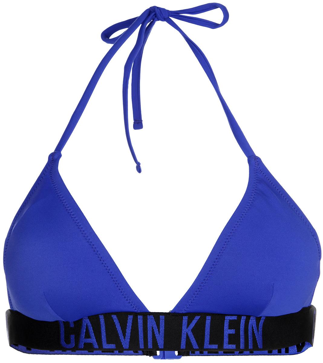 Купальный бюстгальтер. K9WK011001K9WK011001_455Стильный купальный бюстгальтер Calvin Klein Underwear, изготовленный из эластичного материала, быстро сохнет и сохраняет первоначальный вид и форму даже при длительном использовании. Лиф с треугольными чашечками и поролоновыми вкладышами, которые при необходимости можно извлечь, завязывается на завязки вокруг шеи и застегивается на пластиковую защелку на спине. По низу проходит эластичная резинка, оформленная принтом в виде названия бренда. Такой бюстгальтер поможет вам легко создать эффектный пляжный образ. Актуальная расцветка и современный дизайн сделают эту модель незаменимым атрибутом летнего гардероба.