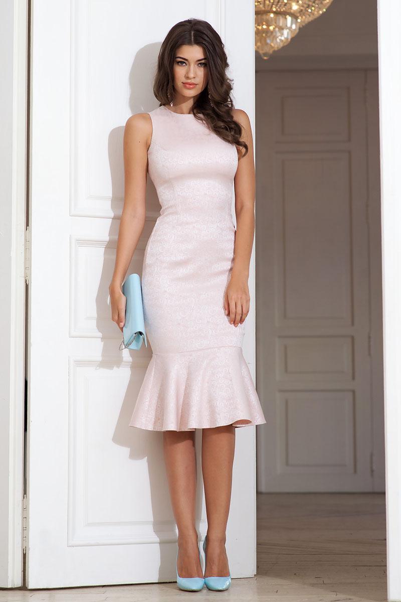 Платье109141_57Элегантное платье из жаккарда облегающего силуэта с отрезным воланом по низу без рукавов. Частично открытая спина. Сзади застежка на молнию от талии и пуговицы по горловине.