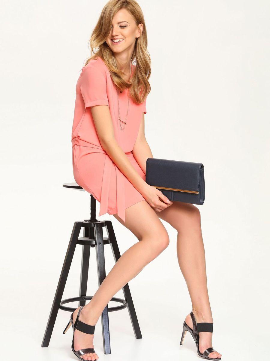 ПлатьеSSU1548ROОчаровательное платье Top Secret, выполненное из высококачественного материала с подкладкой, идеально впишется в ваш гардероб. Модель с короткими рукавами и V-образным вырезом горловины застегивается по спинке на потайную застежку-молнию. Изысканное платье-миди, оформленное вытачками на груди, создаст обворожительный неповторимый образ. Талию подчеркнет пояс. Это модное и удобное платье станет превосходным дополнением к вашему гардеробу. Модель подарит вам удобство и поможет вам подчеркнуть вкус и неповторимый стиль.