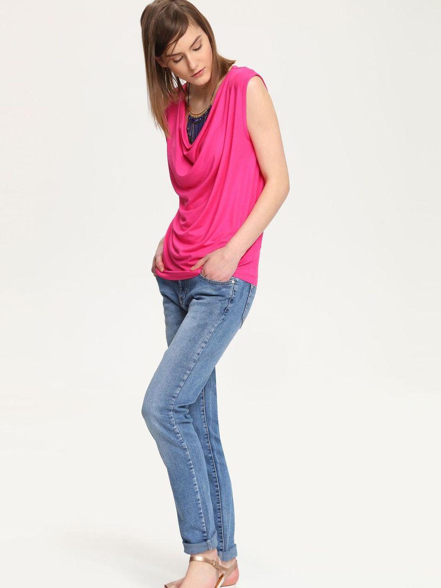 БлузкаTBK0076ROСтильная женская блузка Troll, выполненная из вискозы с добавлением эластана, подчеркнет ваш уникальный стиль и поможет создать женственный образ. Модель без рукавов и с воротником-качелькой. Блуза оформлена спереди небольшой металлической нашивкой с названием бренда. Такая блузка будет дарить вам комфорт в течение всего дня и послужит замечательным дополнением к вашему гардеробу.