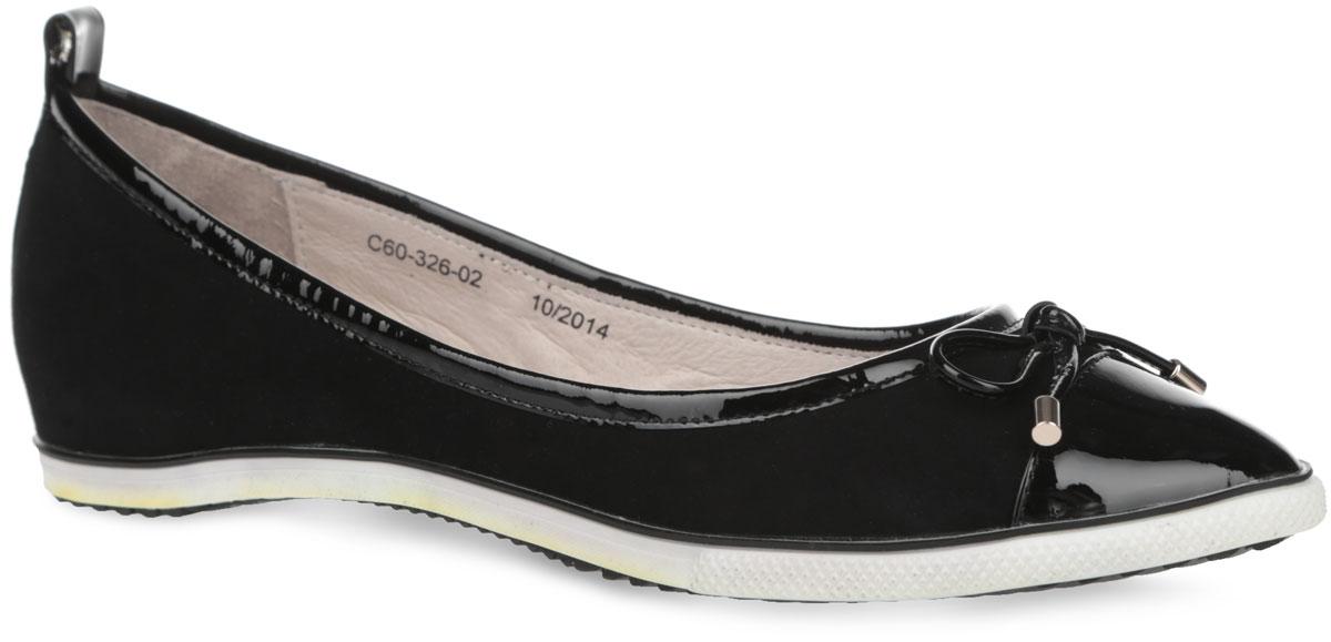 Туфли женские. C60_326-02_BLACKC60_326-02_BLACKСтильные туфли от El Tempo придутся вам по душе. Модель выполнена из велюра и дополнена вставками из натуральной лакированной кожи. Мыс оформлен милым бантиком со стильной фурнитурой, задник - ярлычком для более удобного надевания обуви. Подкладка и стелька, изготовленные из натуральной кожи, обеспечат уют и предотвратят натирание. Стелька декорирована стеганной прострочкой и названием бренда. Скрытый невысокий каблук устойчив. Рельефная поверхность подошвы обеспечит отличное сцепление с различными поверхностями. Удобные туфли - отличный вариант на каждый день.