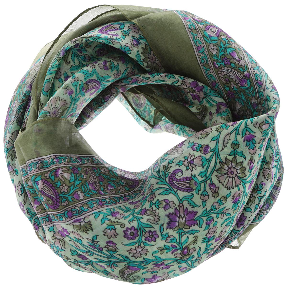 560135нСтильный женский платок Ethnica станет великолепным завершением любого наряда. Платок изготовлен из 100% шелка с использованием натуральных красителей, оформлен оригинальным орнаментом. Классическая квадратная форма позволяет носить платок на шее, украшать им прическу или декорировать сумочку. Такой платок превосходно дополнит любой наряд и подчеркнет ваш неповторимый вкус и элегантность.