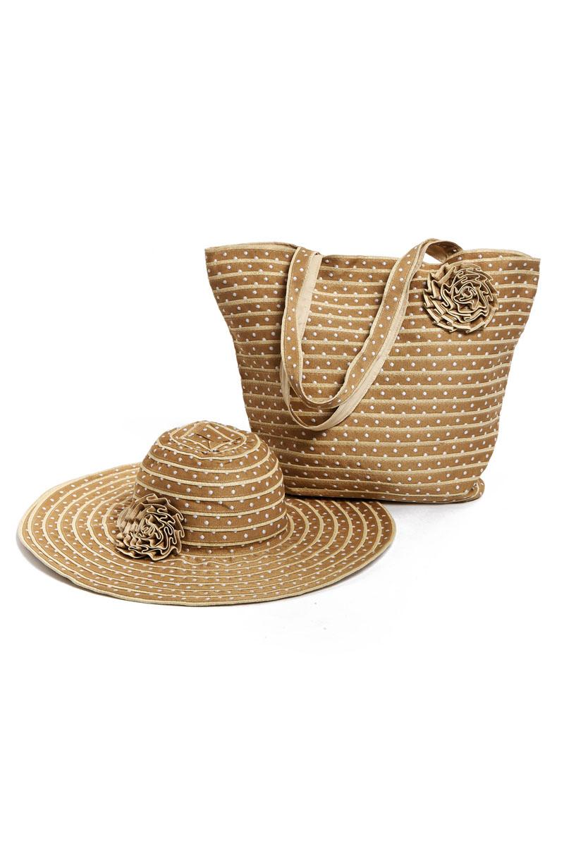 Комплект аксессуаров15T004Оригинальный пляжный комплект Moltini, состоящий из сумки и шляпы, выполнен из хлопка. Комплект выполнен в едином стиле, оформлен декоративными элементами в виде цветков. Сумка состоит из одного вместительного отделения и закрывается на магнитную кнопку. Внутри размещены два накладных кармана для телефона и мелочей, а также врезной карман на застежке-молнии. Практичные ручки и натуральный материал делают эту сумку особенно удобной для ношения на плече. Шляпа надежно защитит волосы и лицо от ярких солнечных лучей. Она выполнена в едином стиле с сумкой и достойно завершит комплект. Комплект Moltini идеально подойдет для похода на пляж или для загородной поездки. Уважаемые клиенты! Обращаем ваше внимание на тот факт, что размер изделия, доступный для заказа, соответствует обхвату головы.