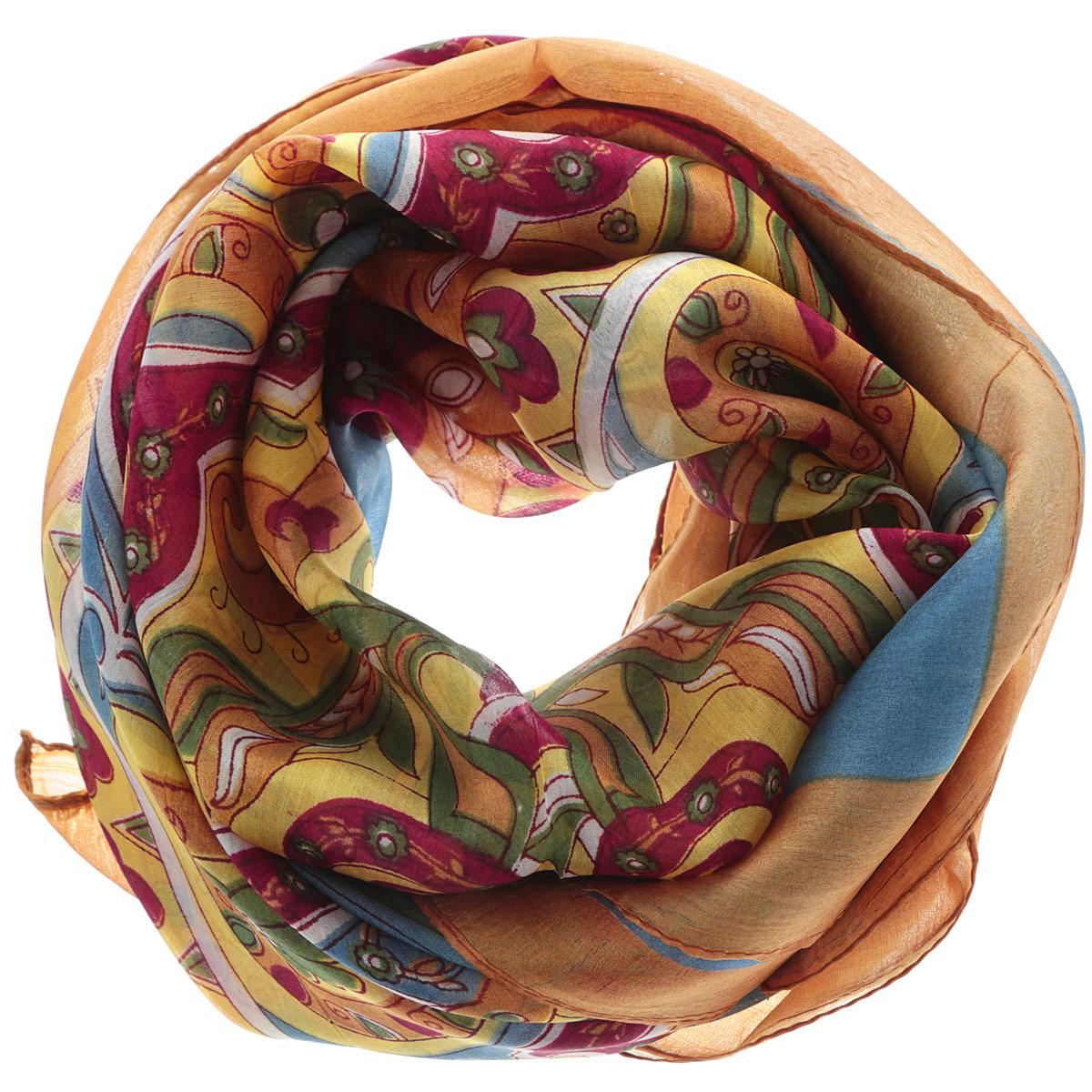 Платок женский. 560135н560135нСтильный женский платок Ethnica станет великолепным завершением любого наряда. Платок изготовлен из 100% шелка с использованием натуральных красителей, оформлен оригинальным орнаментом. Классическая квадратная форма позволяет носить платок на шее, украшать им прическу или декорировать сумочку. Такой платок превосходно дополнит любой наряд и подчеркнет ваш неповторимый вкус и элегантность.