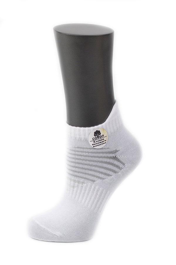 Носки032CDУдобные носки Alla Buone, изготовленные из высококачественного комбинированного материала, очень мягкие и приятные на ощупь, позволяют коже дышать. Эластичная резинка плотно облегает ногу, не сдавливая ее, обеспечивая комфорт и удобство. Носки с укороченным паголенком и полупрозрачными полосками на верхней части носка. Практичные и комфортные носки великолепно подойдут к любой вашей обуви.