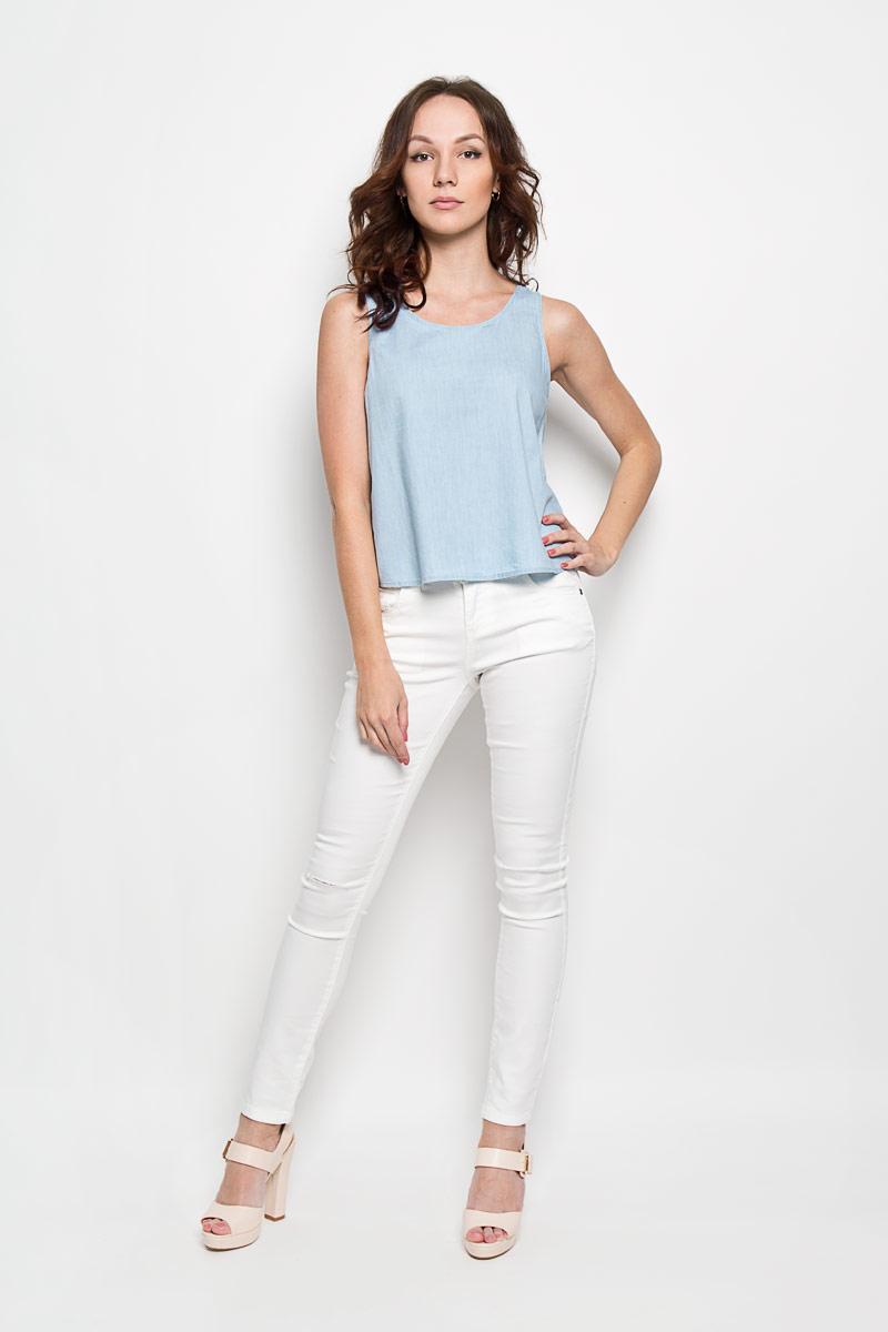 KA4924Женский топ Glamorous, выполненный из лиоцелла с добавлением хлопка, станет прекрасным дополнением к вашему гардеробу. Модель на тонких лямках с круглым вырезом горловины. Сзади модель застегивается на небольшую пуговичку на горловине. Современный дизайн и расцветка делают этот топ стильным и ярким предметом женской одежды. Он отлично дополнит ваш образ и позволит выделится из толпы.