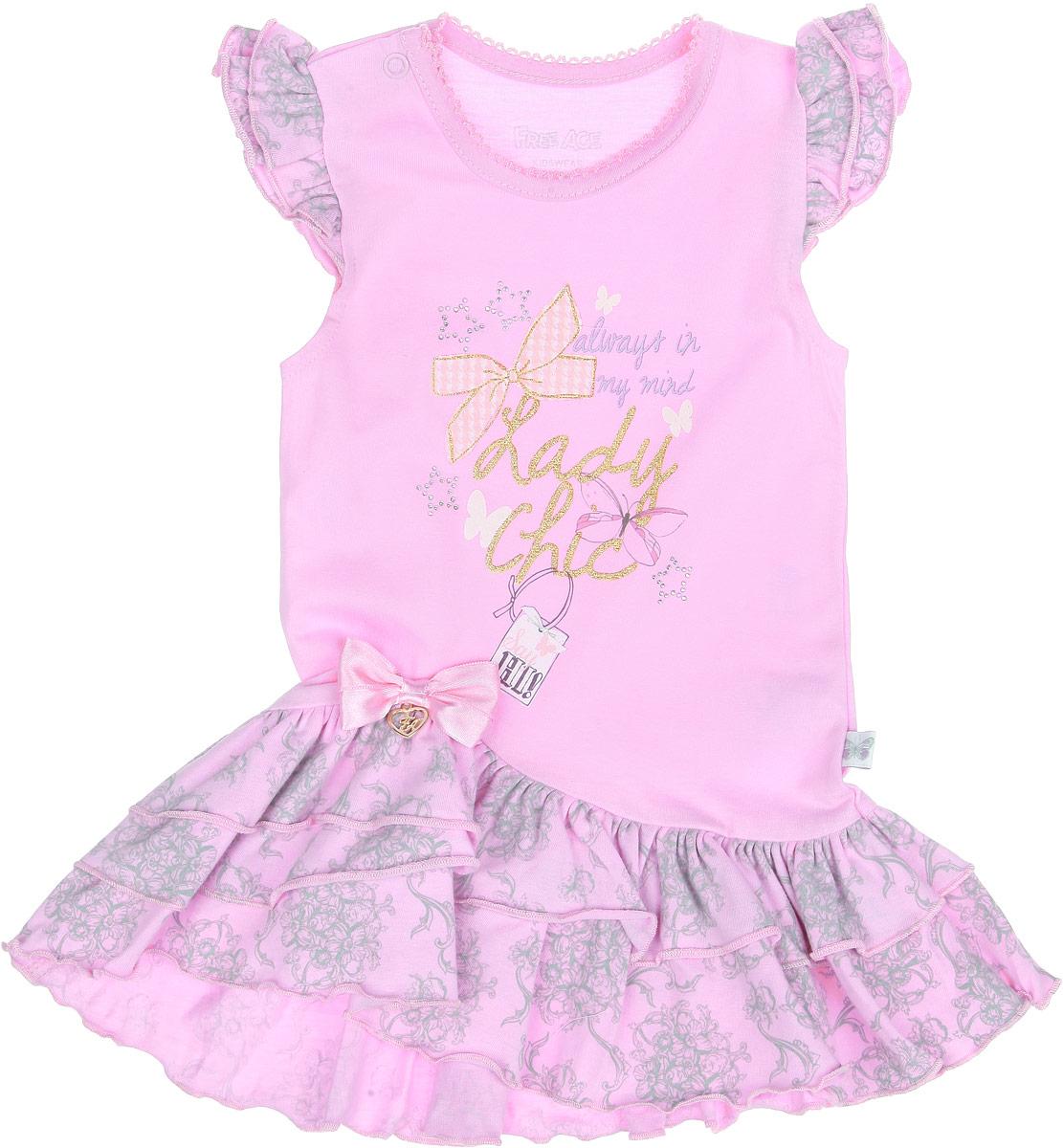 Платье для девочки. ZBG 14114-PZBG 14114-PПлатье для девочки Free Age отлично подойдет вашей маленькой моднице. Выполненное из натурального хлопка, оно мягкое и приятное на ощупь, не сковывает движения и позволяет коже дышать, обеспечивая наибольший комфорт. Платье с круглым вырезом горловины и короткими рукавами-крылышками имеет застежку-кнопку по плечевому шву, что помогает при переодевании ребенка. Вырез горловины украшен ажурными петельками. По низу платье дополнено воздушными оборками. Изделие оформлено принтом и надписями, декорированными блестящим напылением и переливающимися стразами. Также платье украшено атласным бантом с металлической подвеской. В таком платье маленькой принцессе будет комфортно и она всегда будет в центре внимания!