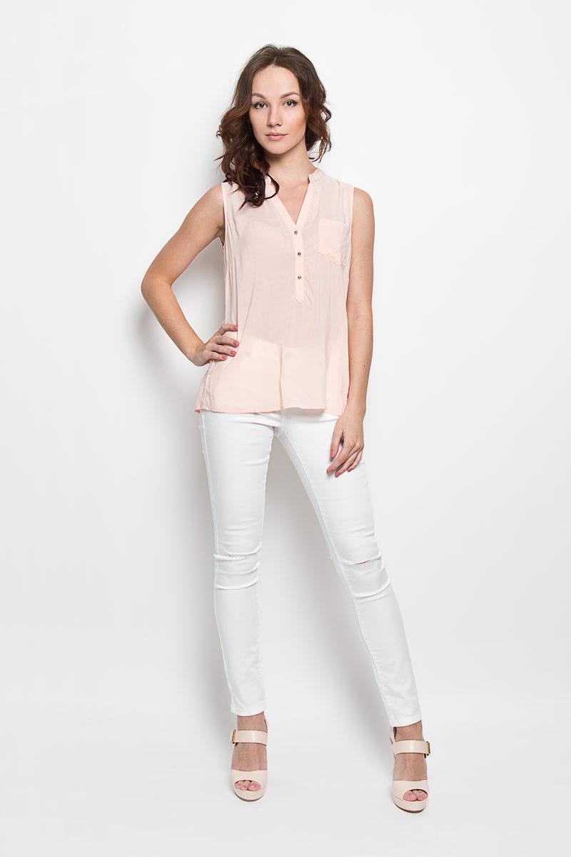 10156379 001Стильная женская блузка Broadway, выполненная из 100% вискозы, подчеркнет ваш уникальный стиль и поможет создать женственный образ. Модель c круглым вырезом горловины и без рукавов. Спереди блуза дополнена небольшим накладным карманом и застегивается на три пуговицы. Спинка модели немного удлинена. В боковых швах обработаны небольшие разрезы. Такая блузка будет дарить вам комфорт в течение всего дня и послужит замечательным дополнением к вашему гардеробу.