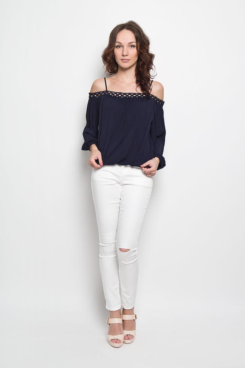 Блузка10156348 001Стильная женская блуза Broadway Falisha, выполненная из 100% плиссированной вискозы, подчеркнет ваш уникальный стиль и поможет создать оригинальный женственный образ. Блузка свободного кроя с вырезом Анжелика и рукавами-реглан длиной 3/4 дополнена двумя узкими бретелями. Вырез декорирован изящной ажурной вставкой. Низ рукавов и низ изделия стянуты резинками. Легкая блуза идеально подойдет для жарких летних дней. Такая блузка будет дарить вам комфорт в течение всего дня и послужит замечательным дополнением к вашему гардеробу.