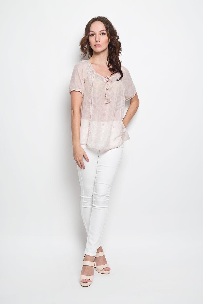 10156253 046Стильная женская блуза Broadway Estera, выполненная из 100% полиэстера, подчеркнет ваш уникальный стиль и поможет создать оригинальный женственный образ. Легкая блузка с круглым вырезом горловины, который дополнен завязками с кисточками, и короткими рукавами оформлена оригинальным принтом. Спинка блузки слегка удлинена. Модель идеально подойдет для жарких летних дней. Такая блузка будет дарить вам комфорт в течение всего дня и послужит замечательным дополнением к вашему гардеробу.