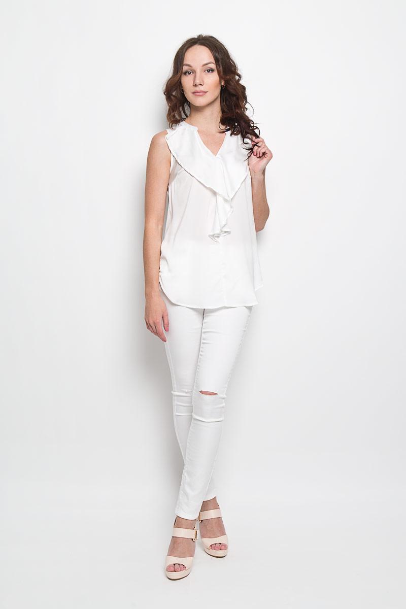 Блузка женская Fenella. 1015636010156360 001Стильная женская блузка Broadway Fenella, выполненная из 100% полиэстера, подчеркнет ваш уникальный стиль и поможет создать женственный образ. Модель c V-образным вырезом горловины и без рукавов. Блуза оформлена спереди оригинальным воланом. Спинка дополнена небольшой складкой и немного удлинена. Такая блузка будет дарить вам комфорт в течение всего дня и послужит замечательным дополнением к вашему гардеробу.