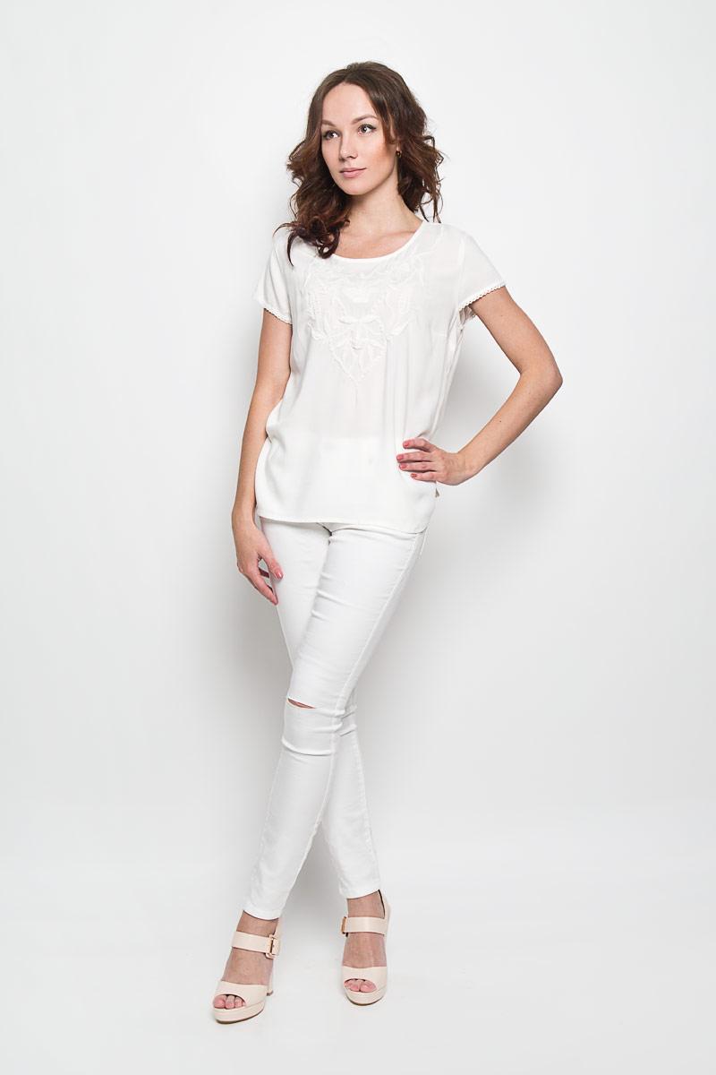 Блузка10156363 001Стильная женская блузка Broadway Faelynn, выполненная из 100% вискозы, подчеркнет ваш уникальный стиль и поможет создать женственный образ. Модель c круглым вырезом горловины и рукавами-крылышками. Низ рукавов дополнен тонкой тесьмой. Блуза оформлена спереди оригинальным вышитым узором. Сзади блузка дополнена небольшим разрезом, который застегивается на пуговицу по линии горловины. Такая блузка будет дарить вам комфорт в течение всего дня и послужит замечательным дополнением к вашему гардеробу.