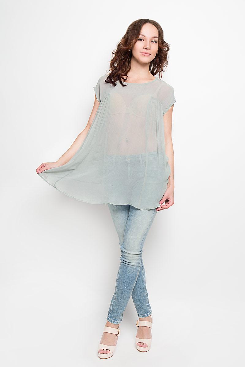 IN0013Стильная женская блузка Glamorous, выполненная из 100% вискозы, подчеркнет ваш уникальный стиль и поможет создать женственный образ. Модель c круглым вырезом горловины и короткими рукавами-кимоно. Блуза сзади дополнена небольшим разрезом, который застегивается на пуговицу по линии горловины. Спереди модель оформлена складками и удлинена. Такая блузка будет дарить вам комфорт в течение всего дня и послужит замечательным дополнением к вашему гардеробу.