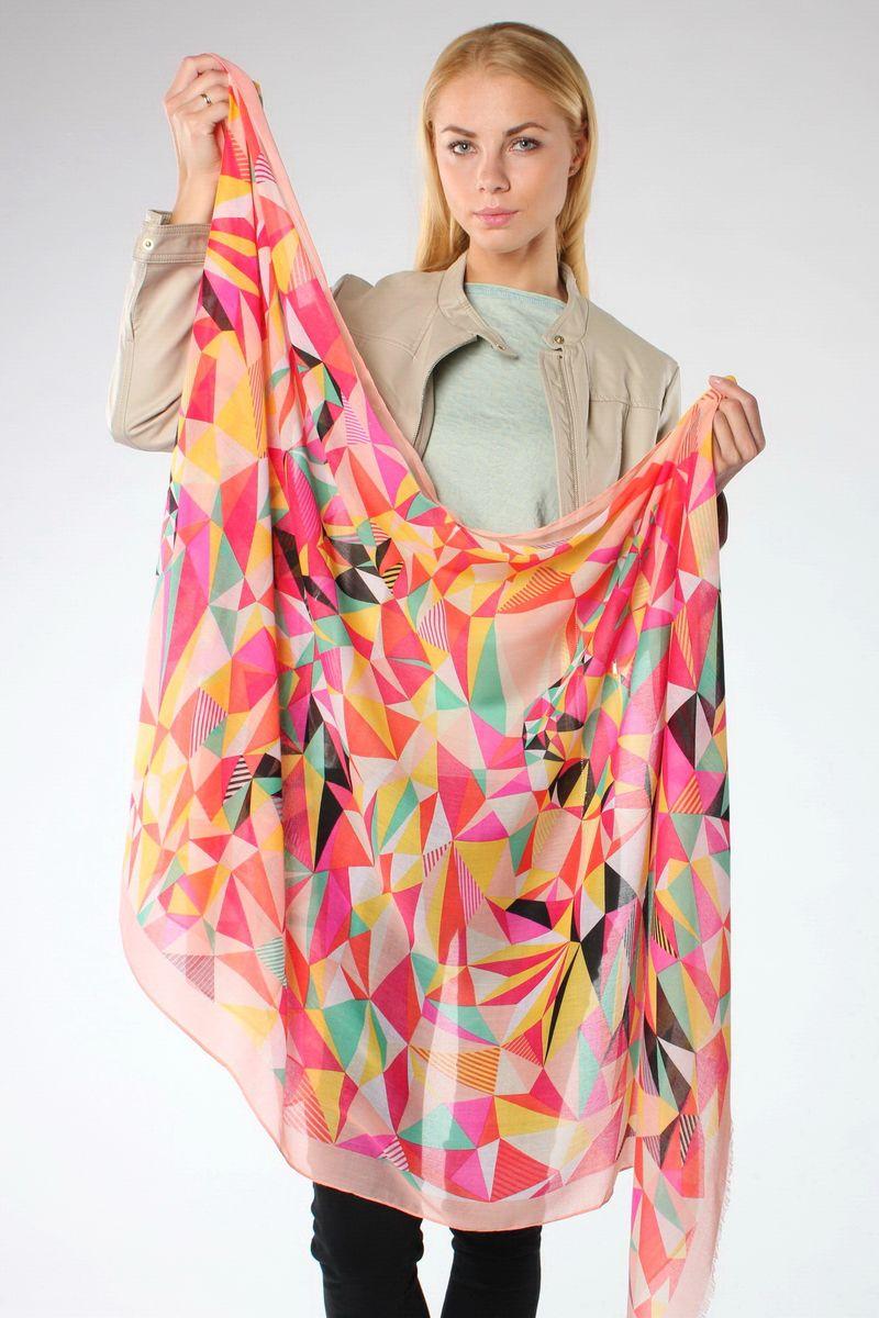ПалантинHL-21517-15Стильный женский палантин Sophie Ramage станет великолепным завершением любого наряда. Палантин изготовлен из модала и шерсти, и оформлен ярким геометрическим принтом. По краям модель дополнена неширокой бахромой. Изящный палантин поможет вам создать изысканный женственный образ, а также согреет в непогоду.